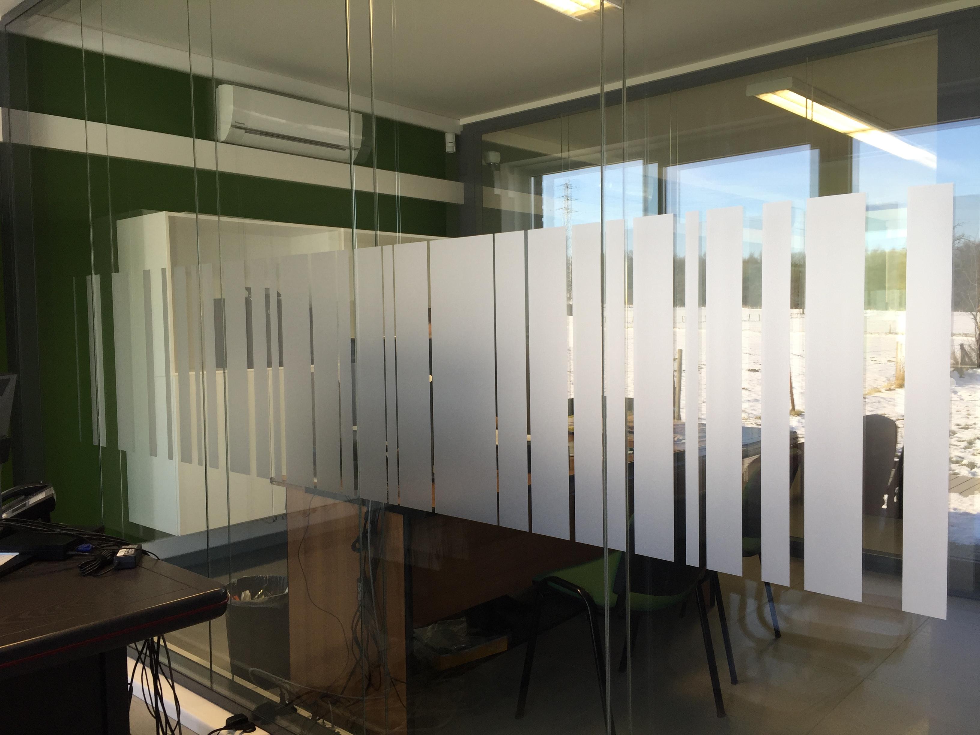 Cloisons de bureaux vitrées film sablé by publifix pose de