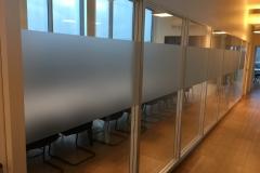 Film effet sablage pour séparer bureaux