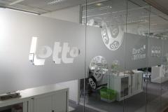 Logo Lotto découpé dans film vinyle sablé