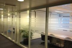 bureaux séparés par film dépoli