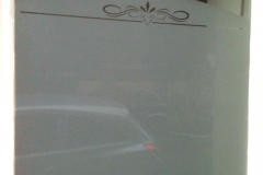 Fenêtre sablée avec motif découpé