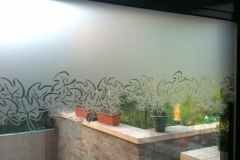 Motif floral découpé dans film sablé
