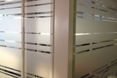 Cloisons de bureaux sablées effet lignes
