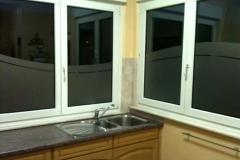 Sablé motif vague sur plusieurs surfaces vitrées